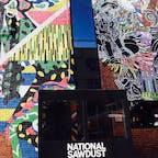 New York / Brooklyn Williamsburg ブルックリン・ウィリアムズバーグにある非営利ライブハウス「National Sawdust」。築80年超の工場をリノベーションして作られてます。レンガに描かれたアートが大迫力。アマゾンプライムのオリジナルドラマ「モーツァルト・イン・ザ・ジャングル」の中でも登場します。 #newyork #brooklyn