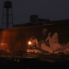 New York / Brooklyn WNYC Transmitter Park ぶらぶら散策していると、工場の建物に描かれた大きな女性の絵を発見! #newyork #brooklyn