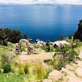 チチカカ湖のタキーレ島  対岸に見ゆるはコパカバーナ