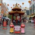 9月中旬 . 南京町で食べ歩き。 YUNYUNさんの焼き小籠包が美味しすぎて、車中で食べる用に再購入しました☺️ 小雨だったのですが、たくさんの人で賑わっていました。