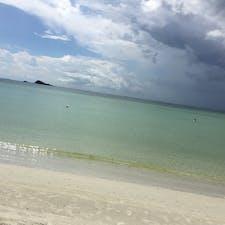 インドネシア*ビンタン島  Lagoi beachはエメラルドグリーン。 他のリゾートほどの種類はないけど、ジェットスキーやパラセーリング、バナナボートなど基本のアクティビティは楽しめます🙆♀️!