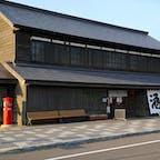 日本最北の酒蔵「国稀酒造」は、古き良き時代の面影を今に伝える歴史ある酒蔵です。道内有数の銘酒の販売や蔵の見学ができるほか、利き酒コーナーが用意されています。こちらの酒粕を使用したレモン風味の甘酒も大人気。見かけたら即買いがオススメです!#北海道 #増毛町 #国稀酒造