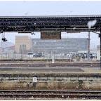 雪のない静岡に生まれて雪はいつも憧れだったから引越したときは冬の雪をずっと楽しみにしてたけど暖冬で諦めてた。 でも今回の旅行で帰る前、誕生日に降ってきたの驚いたし凄くテンション上がった高山駅。