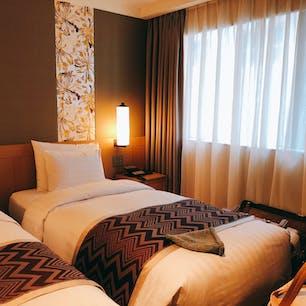 ロイヤルホテル明洞 部屋はコンパクトながらも立地が最高でした。ホテルに入ると良い匂いがします。ロビーも高級感があるし フロントのかたも親切です。2回もスーツケースの重さ計ってもらいました😓