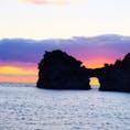 和歌山 円月島の夕焼け  早いうちから場所取らないと、人の山。