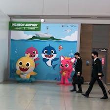仁川空港 상어가족(サメ家族🦈)発見しました😘 この曲の『トゥルルットゥル』が耳に残りますよね。