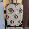 静岡県浜松市にある、うなぎパイファクトリーのお土産さんにて。このキャリーケース、一瞬欲しくなりました。