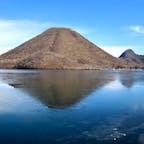 榛名湖と榛名山。 ちなみに湖の一部は氷が張っていました。