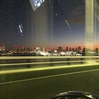 レインボーブリッジを時速100キロで走行中の車の中から撮った、東京の夜明け前。