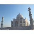 2020年1月25日 #インド #タージマハル タージマハルのまわりの4つの柱 ★ 建物を傷つけないように微妙に外側に傾いている ☺︎  設計もすごすぎる!