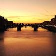 2020年9月 イタリア フィレンツェのベッキオ橋からの夕日 昼間とまた違うのが幻想的です