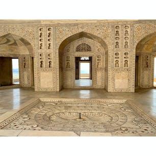 2020年1月25日 #インド #アグラ城 インドの建物はほんとに美しいなぁ ☻