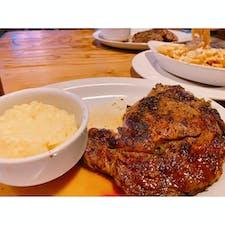 2020年1月グアム🇬🇺  到着後初の食事はステーキ♡  ザ ・ベイビュー・ホテル・グアム内にある【Delmonico by Kitchen and Bar】で、大好きリブアイステーキをいただきました💕💕