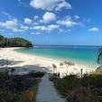 パトンビーチから船に乗るか、ちょっとした登山をしないとたどり着けないプーケットのフリーダムビーチ。砂浜が白くて海の水が透き通ってて、ものすごくきれいなビーチでした🏖