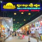 #アンコール・ナイトマーケット #シェムリアップ #カンボジア 2020年2月  縦横無尽に広がるマーケットは東南アジアならでは✨  カゴバックを買おうと思ってたけど、結局、 NORTH FACEのパチモンTシャツを$1で購入😆😆笑