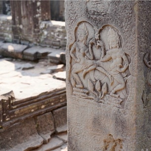 #バイヨン寺院 #アンコールトム #シェムリアップ #カンボジア 2020年2月  インスタ映え女子みたいな壁画発見🙌笑  仏教からヒンドゥー教への改宗で、 仏面とかは削り取られているものが多かったなあ🤔🤔