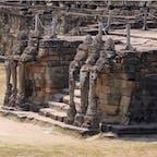 #象のテラス #アンコールトム #シェムリアップ #カンボジア 2020年2月  正面だけじゃなくて側面にも象が浮かび上がってる😳😳