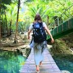 カワサンフォールに向かう背中。 着くまでも綺麗な川と自然でマイナスイオンで溢れていた😳  #フィリピン #セブ島 #カワサン滝