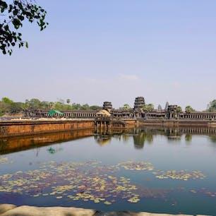 #アンコールワット #シェムリアップ #カンボジア 2020年2月  お堀の橋を渡り表参道を歩いてようやくたどり着く アンコールワットの荘厳さ素晴らしかった...🥺🥺