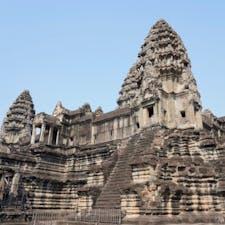#アンコールワット #シェムリアップ #カンボジア 2020年2月  アンコールワットの松ぼっくりは近付いでも大迫力✨