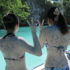 パラオ*ミルキーウェイ  スタッフの方が潜って取って来てくれた白い泥を全身に塗りまくってダイブ! (普通に買うと高額です)