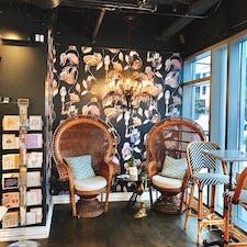 アメリカ・シアトル Lady Yumというマカロンのお店。 内装可愛くて思わずパシャリ。
