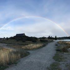 テカポ湖 善き羊飼いの教会と虹
