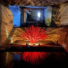 仮屋崎省吾さんの作品ぽいな〜と思ったら本当にそうでした。以前ここで作品展をして、そのときの作品をそのまま寄贈されたそう。この独特の空間にものすごくマッチしてました。#大谷資料館