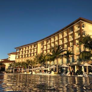 セブのマクタン島にある新しくできたホテルドゥシットタニ マクタンホテル インフィニティプールもあり、ホテル内もとても清潔でスタッフもみんな笑顔で挨拶してくれるとてもいいホテルでした