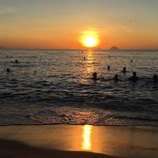 ベトナム*ニャチャンビーチ  夜明け前から泳いでる人たくさんいてびっくり!!
