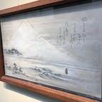 伊豆の長八美術館に飾られている作品の一部は、撮影可です。絵ではありません。彫刻でもありません。左官屋さんが使うコテで漆喰を塗り重ねて描いたものです。精巧さに驚かされます。