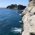 西伊豆、城ヶ島海岸。地層がお好きな方にはたまらない場所です。急斜面を登り降りしたい方は、歩きやすい靴で行きましょう👟