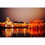 インドのアムリトサルにある黄金宮殿。シーク教の聖地で巡礼者がたくさんくる。