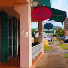 グアム ハガニアにある 【Cup & Saucer】 シナモンロールの有名なベーカリーショップ。  ピンク,ブルー,ホワイトの外観が可愛い  #グアム#ハガニア#シナモンロール