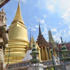 Wat Phra Kaeo, Thailand🇹🇭 many people but beautiful temple