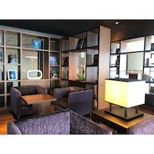 【熱海】ホテルグランバッハ熱海クレッシェンド  ラウンジの品揃えも変わってたり ビジネス本が備え付けてあったり、 チョコが置いてあったり。  1年で色々改良されていて、 さらに過ごしやすくなってた。  #静岡° #熱海