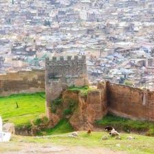 モロッコ、フェズの街。 迷路のような街は方向感覚を失う。