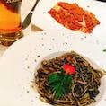 【イタリア🇮🇹】ヴェネツィア  Ristorante Marco Polo  キャッチについて行って適当に入ったレストラン 人生初のイカスミパスタ! めちゃめちゃ美味しくて、帰国後イカスミパスタにハマってた。  #イタリア° #ヴェネツィア #2017/02/18 #旅行ごはん°