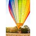 南フランス、ルシヨン近く。 朝日を受けながらの気球飛行。