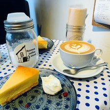 Ryumon coffee stand ☕️🧀  落ち着いたお洒落な雰囲気でチーズケーキが とても美味しかったです😭✨  #吉祥寺カフェ