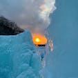 支笏湖 氷濤まつり❄️ 支笏湖の水をスプリンクラーで吹き付けて大きな氷のオブジェを作っているそう👏🏻 夕方に行ったので日中から日の入り、夜と違った顔を見せる氷濤を見ることができました。