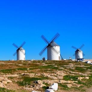 小説『ドン・キホーテ』の舞台カンポ・デ・クリプターナの風車群