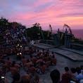 夕景とケチャ バリ島  日没とともにケチャは盛り上がっていくのでした。