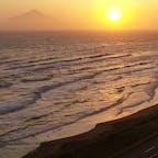 北海道豊富町にある稚咲内海岸からドローン空撮。美しい夕日と利尻富士が楽しめる、ドライブに最適なルートです!#北海道 #豊富町 #稚咲内 #道道106号線