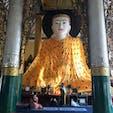 ポップな柄のお召し物の大仏様、目が合ってしょうがなかったな。シェダゴンパヤーにて #Myanmar #Yangon