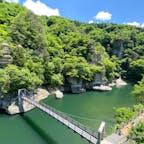 昔はもっと周辺を歩けたような?あっという間に見終わってしまう範囲しか散策できなくなってたけど、でもこの奇岩が並ぶ景色はやっぱりここ独特のもの。エメラルドグリーンの川もきれいです。  #塔のへつり