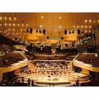 ベルリンフィルハーモニー 聴衆がオーケストラを囲むように設計されたホール