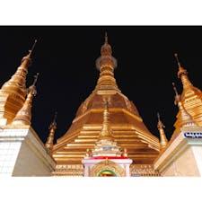 【ミャンマー🇲🇲】ヤンゴン  スーレー・パゴダ -19時くらい  中に入ると当たり前のようにしれっと ガイドがくっついてくる せっかくなのでガイドしてもらった どうやら私は火曜日生まれらしい  #ミャンマー° #ヤンゴン #スーレーパゴダ #2019/02/07