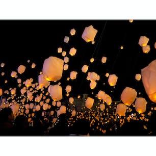 和歌山マリーナシティーで行われているフェスタルーチェ。 ランタンは思ったより明るくないので、肉眼で見てもそこまで綺麗だとは感じませんでした。  #和歌山マリーナシティー