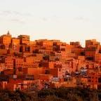 モロッコ、夕日をうけるカスバ街道。